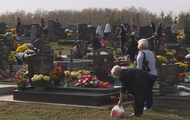 Vukovarci se prisjećaju svojih najmilijih (Foto: Dnevnik.hr) - 2