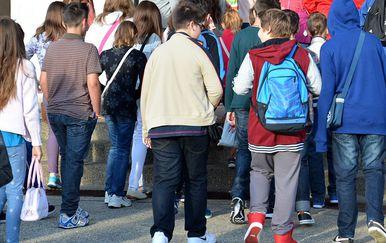 Učenici pred školom/Ilustracija (Foto: Damir Špehar/PIXSELL)