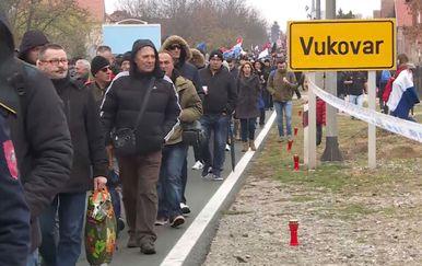 Kolona u Vukovaru (Foto: Dnevnik.hr)
