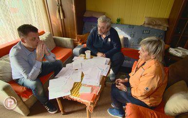 Obitelj Sruk s reporterom Provjerenog (Foto: Provjereno)