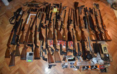 Zaplijenjeno oružje (Foto: MUP)