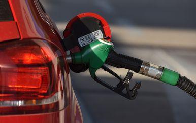 Točenje goriva (Foto: Hrvoje Jelavic/PIXSELL)