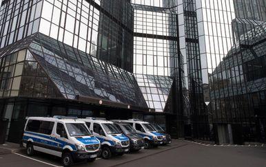 Pretres u Deutsche Bank (Foto: AFP)