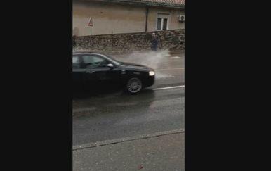Poplavljena ulica u Rijeci (Foto: Dnevnik.hr) - 1