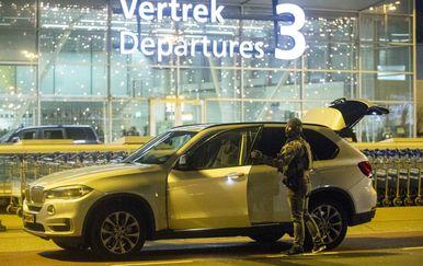 Policija na aerodromu Schiphol kod Amsterdama, ilustracija (Foto: AFP)
