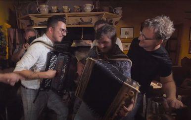 Spot pjesme Vrime je za doma poć Alena Vitasovića - 2
