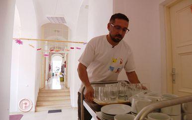 Roditelji ne puštaju djecu u školsku kantinu jer je kuhar zaražen HIV-om (Foto: Dnevnik.hr) - 1