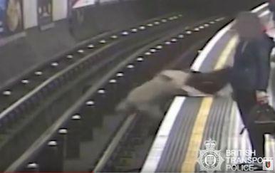 Šokantna snimka iz londonske podzemne (Screenshot: Britanska policija)