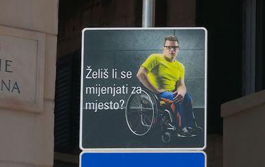 Parkirni znak koji upućuje na probleme osoba s invaliditetom (Foto: Dnevnik.hr)