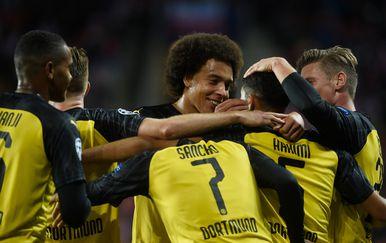 Igrači Borussije Dortmund slave pogodak (Foto: AFP)
