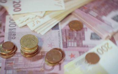 Euri na stolu (Foto: Dnevnik.hr)