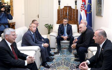 Predstavnici HVDIR-e s premijerom Plenkovićem (Foto: Patrik Macek/PIXSELL)