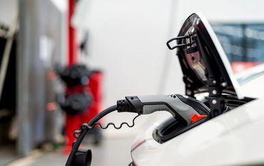Punjenje baterije električnog automobila (Ilustracija: Getty)