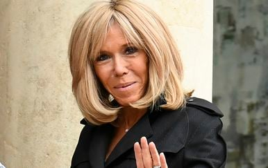 Brigitte Macron u kaputu-haljini - 3