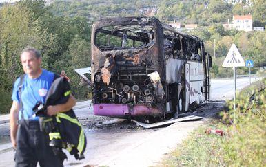 Zapalio se autobus kod Klisa (Foto: Ivo Cagalj/PIXSELL) - 2
