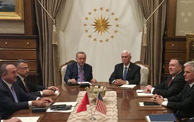 Recep Tayyip Erdogan i Mike Pence (Foto: AFP)