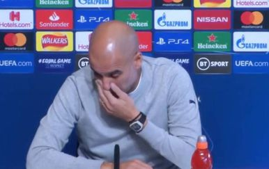 Pep Guardiola sa satom (Screenshot)