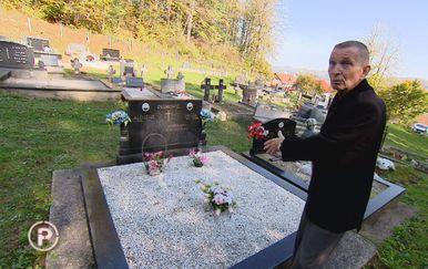 Marko uz grob (Foto: Dnevnik.hr)