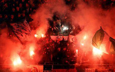 Bakljada navijača Feyenoorda u Bernu (Foto: AFP)