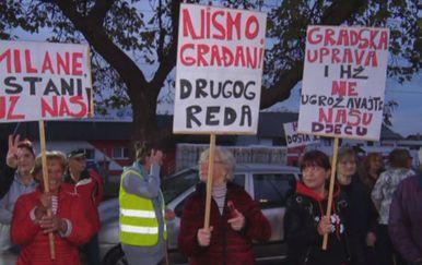 Transparenti prosvjednika (Foto: Dnevnik.hr)