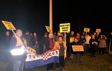 Obitelj Maršanić prosvjeduje na okretištu Prečko (Foto: Dnevnik.hr)