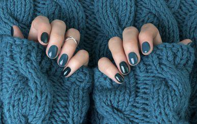 Lijepi nokti i toplo pletivo savršen su spoj