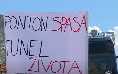 Prosvjed u Omišu - Građani žele tunel - 1