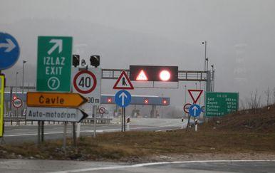 Dijelovi autoceste zatvoreni zbog orkanskog vjetra, ilustracija