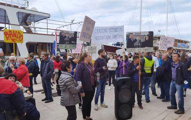 Stanovnici Ilovika prosvjeduju zbog ukidanja brodske linije - 5