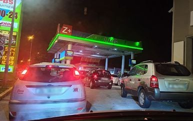 Gužva na benzinskoj postaji u Zagrebu