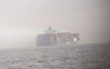 Zapaljeni kontejneri na brodu - 2