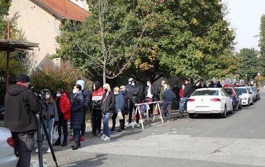 Građani satima čekaju testiranje na COVID-19 ispred bolnice Sestara milosrdnica - 5