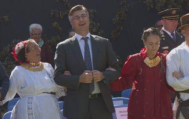 Premijer Plenković zaplesao u Vinkovcima (Foto: dnevnik.hr)