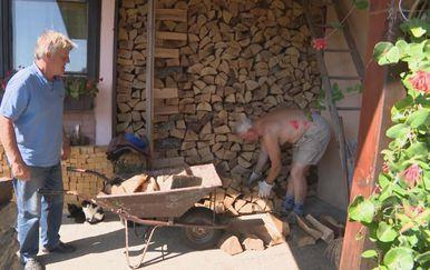 Pripremanje drva za ogrijev (Foto: Dnevnik.hr) - 1