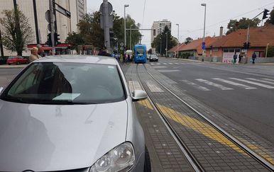 Zaustavljen promet 1 ( Foto: Čitatelj)