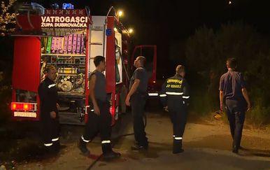 Još jedna besana noć pred vatrogascima (Foto: Dnevnik.hr) - 1