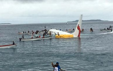 Avion promašio pistu 1 (Foto: AFP)