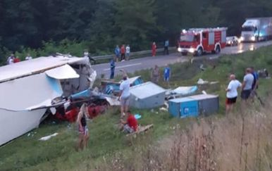 Teška nesreća na Slunjskim brdima (Foto: Radio Mrežnica) - 2