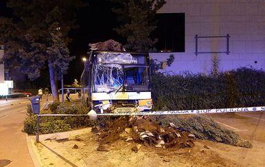 Autobus je razbijen (Foto: Dubrovniknet.hr) - 2