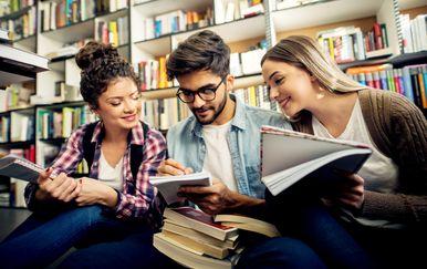 Stručni studiji prate poslovnu industriju iz svog sektora, pa tako i prilagođavaju svoje studijske smjerove potrebama na tržištu