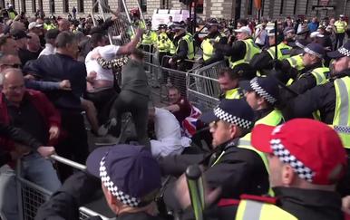 Neredi u Londonu (Foto: Screenshot/APTN)