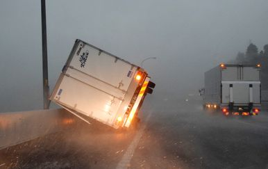 Tajfun pogodio Japan (Foto: AFP) - 2