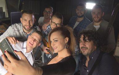 Tamburaški sastav Dyaco i Antonija Šola (Foto: Dnevnik.hr)
