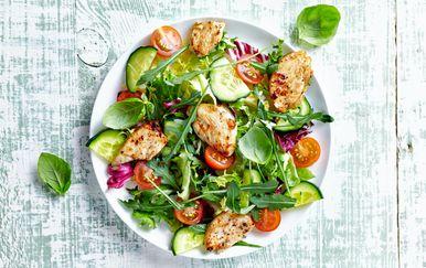 Salata s piletinom