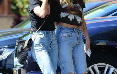 Miley Cyrus, Kaitlynn Carter (Foto: Profimedia)