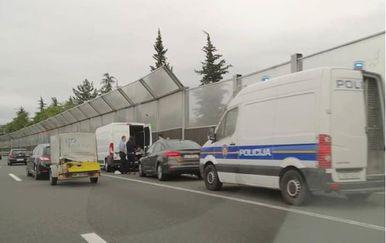 Riječka policija na obilaznici zaustavila kombi pun migranata (Foto: Dnevnik.hr)