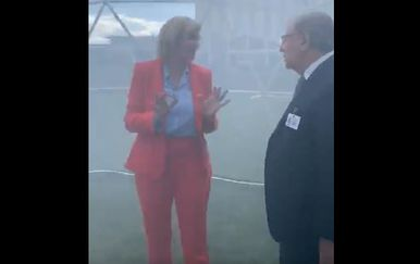 Povjerenik Europske komisije Karmenu Vella u šatoru sa zagađenim zrakom (Screenshot: Twitter)