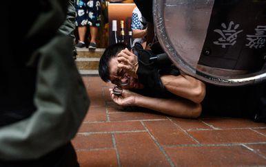 Nastavljaju se nasilni prosvjedi u Hong Kongu (Foto: AFP) - 5