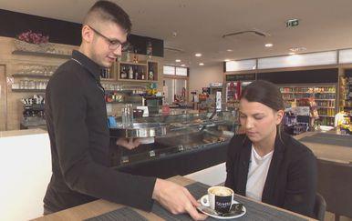Srna Bijuk u kafiću (Foto: Dnevnik.hr)