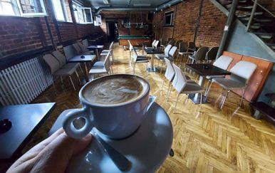 Otvoreni unutrašnji dijelovi kafića - 2